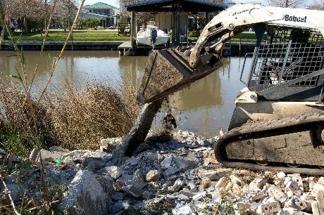 Dump in bulkhead