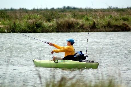 Kayaker casting