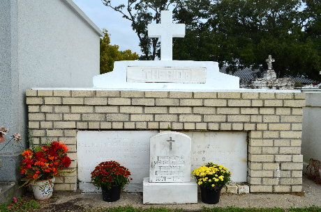 Fresh Mums at tomb in St. Eloi Cemetery